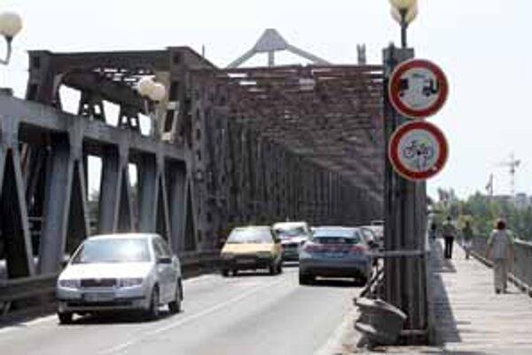 Prvé práce by sa mali robiť na Starom moste. Po rekonštrukcii bude most slúžiť len električke. Jasné nie je , či ostane zachovaná lávka pre chodcov a cyklistov.
