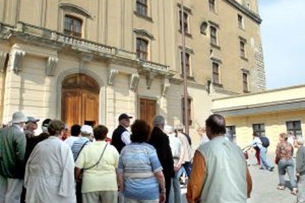 Najviac turistov prichádza do Bratislavy z Česka. Obľúbeným cestovným prostriedkom mnohých z nich sú v lete aj bicykle.