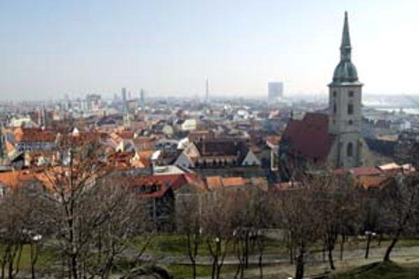O budúcnosti Bratislavy rozhodnú dnes mestskí poslanci. Nový územný plán sa bude schvaľovať na tretíkrát. Zatiaľ stále platí starý územný plán z roku 1976.