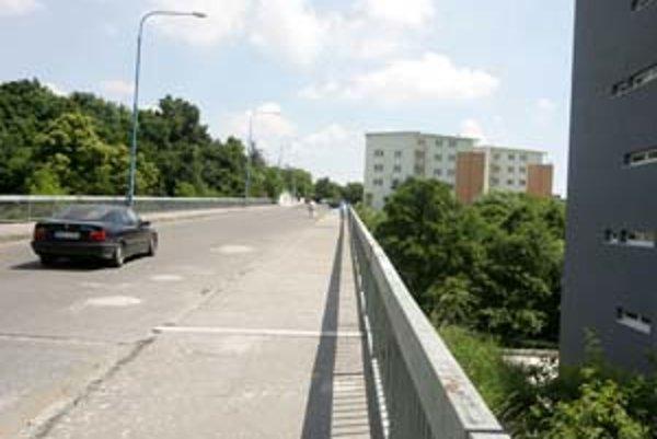 Medzi strategické stavby v Bratislave patrí dostavba Vlárskej ulice na Kramároch. Vytvoril by sa tak alternatívny prístup na kopcovitú Kolibu.