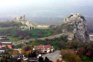 Hrad Devín je symbolom tradície Slovanov, ale aj častým výletným miestom. Národná kultúrna pamiatka nedávno prešla rekonštrukciou.