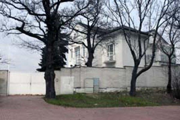 Kancelária prezidenta dostala 20 miliónov na prístavbu k prezidentskej rezidencii na Slavíne. Ivan Gašparovič by však radšej prijímal návštevy v rusovskom kaštieli.