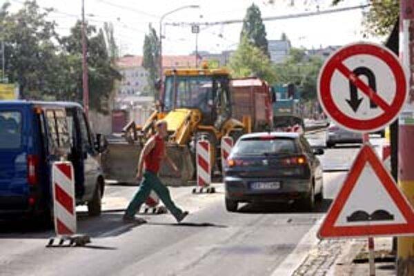 Pozor si treba dávať aj na Račianskej. Nepríjemné zdržania na vyťaženej ulici môžu spôsobiť práce na inžinierskych sieťach pre novostavby.