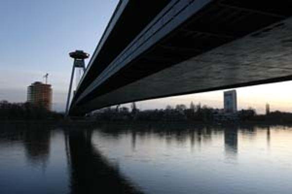Nový most je jedným zo symbolov Bratislavy. V čase svojho vzniku bol konštrukčným unikátom. V roku 2001 získal absolútne prvenstvo v ankete Stavba storočia.