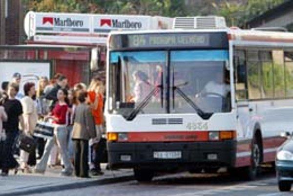 Už v nedeľu budú môcť študenti opäť využiť linku z Hlavnej stanice na internáty v Mlynskej doline či Horskom parku. Odchody autobusov prispôsobia príchodom vlakov.