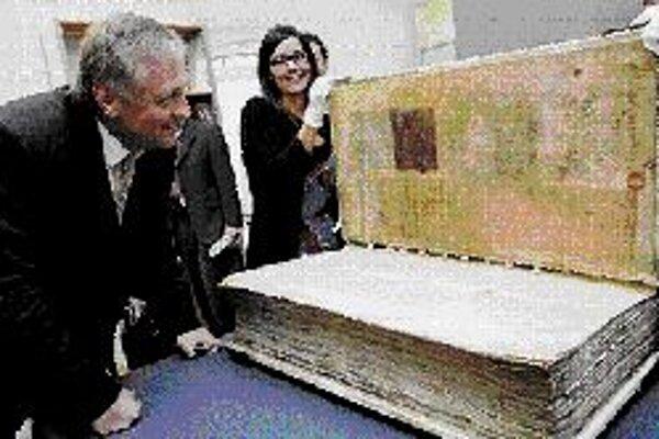 Diablova biblia v KlementíneLegendami opradený rukopis Codex gigas, známy aj ako Diablova biblia, sa po viac ako 350 rokoch vrátil do Prahy. Švédska kráľovská knižnica v Štokholme ho zapožičala Národnej knižnici, ktorá vzácny exponát do 6. januára 2008