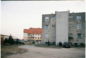 V Rajke vedľa seba stoja staré aj nové bytovky.