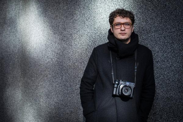 Robert Tappert (32) získal tento rok niekoľko ocenení za svoju fotografickú sériu s názvom ID. Na súťaži Slovak Press Photo získal okrem Grand Prix aj prvé miesto v kategórii Portrét. A aj na súťaži Czech Press Photo získal v kategórii Portrét prvé miesto .
