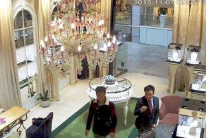 Zlodejov zachytili bezpečnostné kamery.