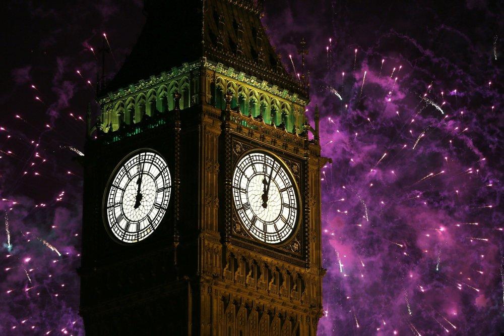 Centrom novoročných osláv v Londýne je odbíjanie Big Bena.