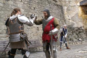 Šermiari na nádvorí Oravského hradu.