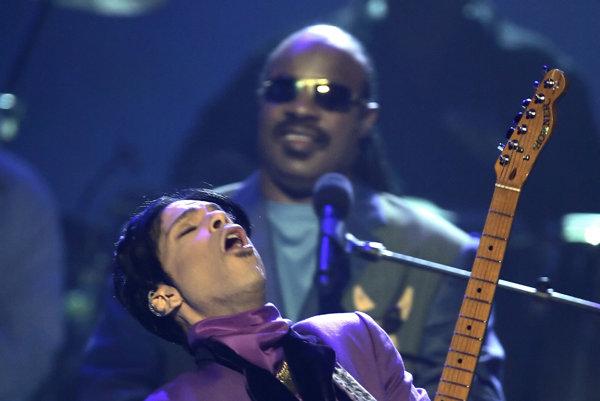 Stevie Wonder a Prince na spoločnom vystúpení v roku 2008.