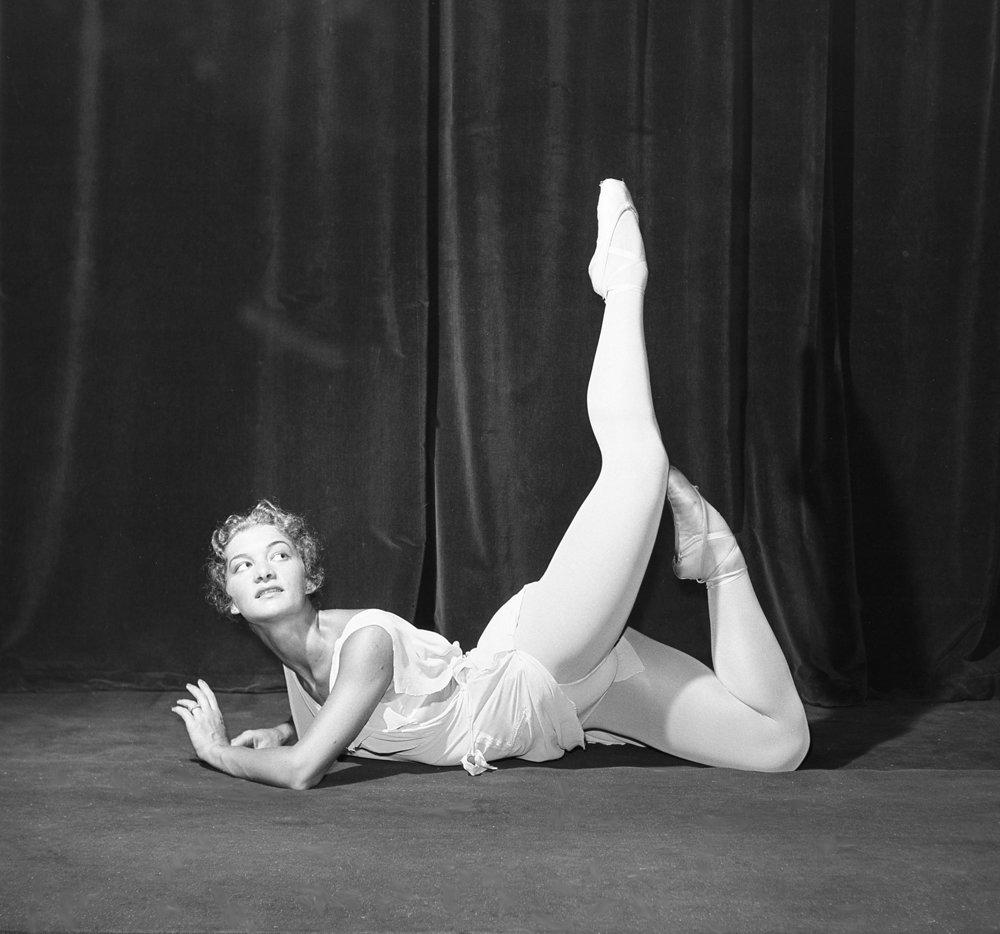Primabalerína Florentína Lojeková, hviezda slovenského baletu, 12.8.1961. Ako 29-ročná dostala titul Zaslúžilá umelkyňa (čo sa dovtedy nepodarilo nikomu). To, že ju dnes takmer nikto nepozná, spôsobila jej emigrácia do Kanady v roku 1968 po okupácii Československa ruskými vojskami.