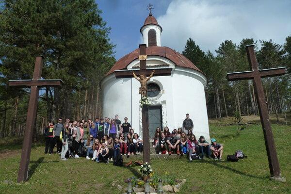 Študenti navštívili aj bojnickú kalváriu.