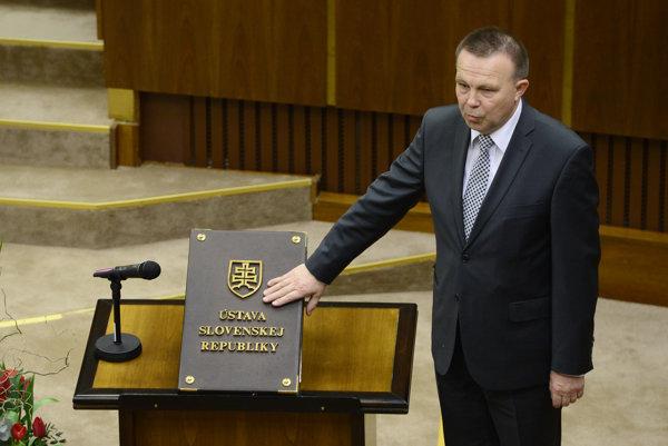 Na snímke Milan Laurenčík (SaS) skladá poslanecký sľub.