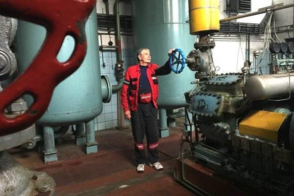 Pavol Opatovský obsluhuje chladiarenské zariadenie takmer 30 rokov.