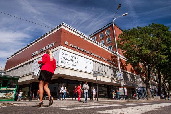 Pohľad na bratislavskú Kunsthalle.