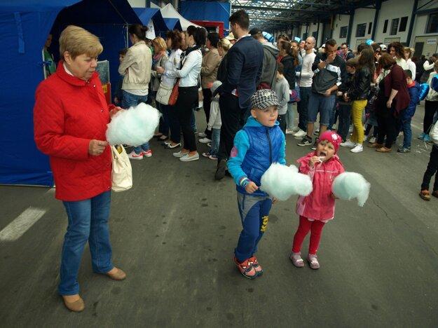 Cukrová vata chutila deťom aj dospelým.