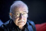 Juraj Herz (81) sa narodil vKežmarku . Vyštudoval ŠUP vBratislave, réžiu abábkoherectvo na DAMU vPrahe. Pôsobil  vpražskom divadle Semafor a na Barrandove, vroku 1987 emigroval. Nakrútil vynikajúce, dnes už kultové filmy ako Petrolejové lampy, Spalovač mrtvol, Upír zFeratu, Sladké hry minulého leta amnohé ďalšie. Zatiaľ jeho posledným veľkým filmom bol Habermanov mlyn (2010). Nedávno vydal autobiografickú knihu Autopsia (pitva režiséra).