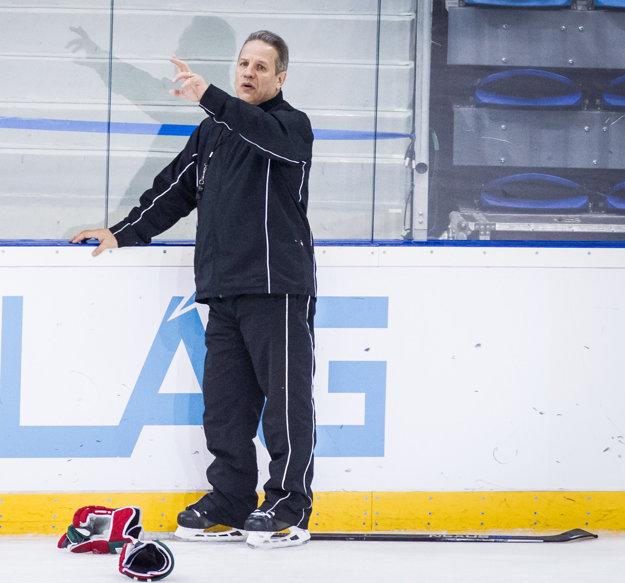 Rich Chernomaz je trénerom maďarskej hokejovej reprezentácie.