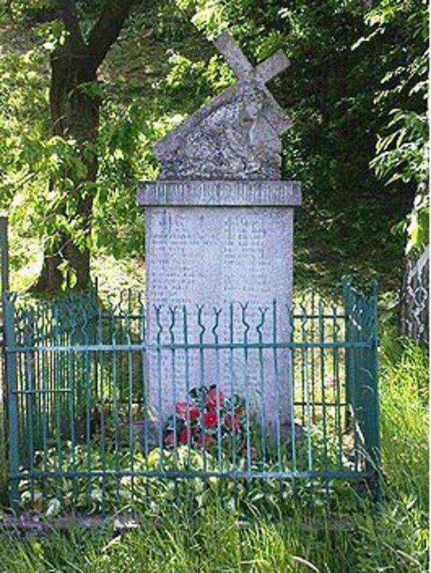 Pomník na iné miesto presunuli v roku 1965.