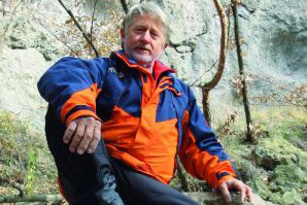 Martin Gablík (1953) - Horolezec, stavebný inžinier. Po džudistickej kariére a odrastení troch detí sa začal venovať horolezectvu. V období 1996 – 2011 bol členom ôsmich výprav na osemtisícovky. Zatiaľ vystúpil na tri: v roku 2002 na Makalu (8463 m) ako d