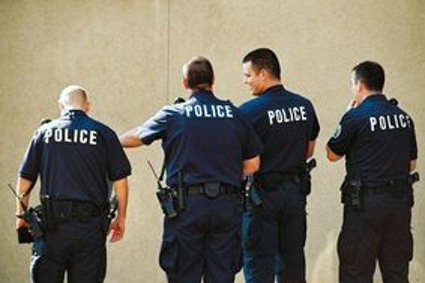 Pri zatknutí máte zo zákona právo kontaktovať svoje zastupiteľstvo.