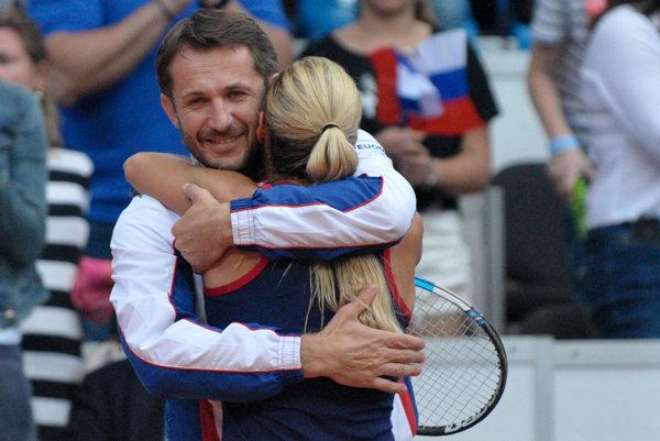 S koučom Liptákom zažíva Dominika Cibulková po Fed Cupe víťaznú radosť aj na turnaji v Madride. Zostáva posledná prekážka.