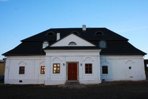 Názov pamiatky: Rokokovo klasicistický kaštiel <br/>Adresa pamiatky: Košťany nad Turcom, okr. Martin