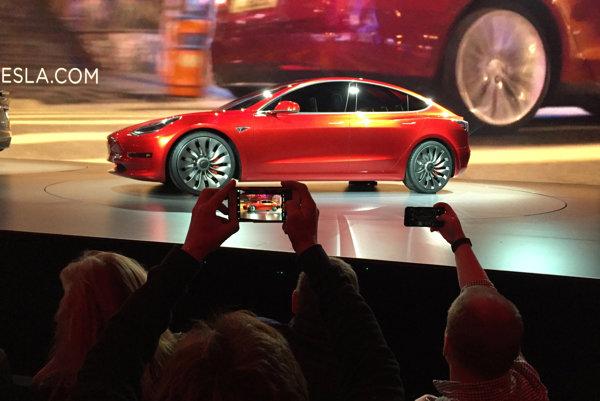 Vlani Tesla predala len necelých 50.000 vozidiel.
