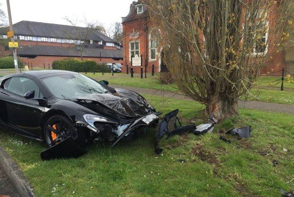 Brit nabúral svoj McLaren desať minút od prevzatia