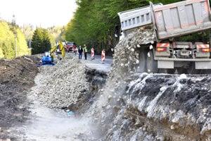 Cestu opravujú v úseku dlhom takmer dvesto metrov.