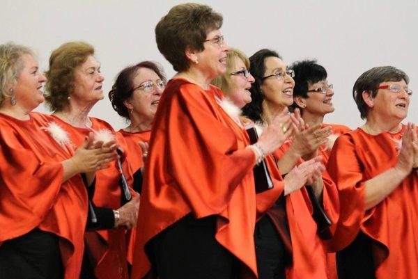 Zvolenský spevácky zbor je zmiešaný, vo svojich radoch má mužov aj ženy.