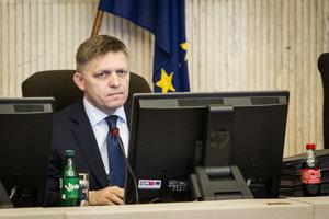 Robert Fico na rokovaní vlády.