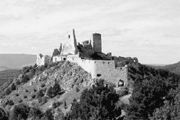 Na Čachtický hrad je vstup na vlastné riziko.