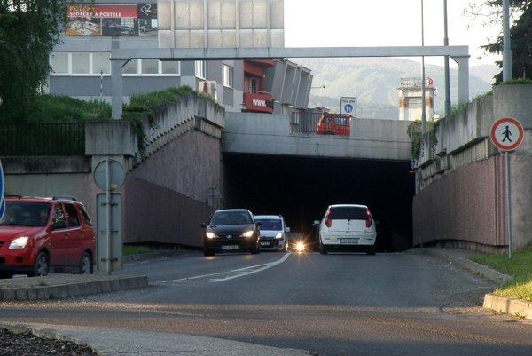 Cestný podjazd je v dobrom technickom stave, aj keď v ňom presakuje voda.