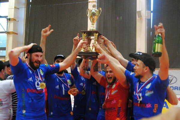 Čerstvý titul je vôbec prvou medailou v histórii účinkovania volejbalistov Nitry v slovenskej extralige.