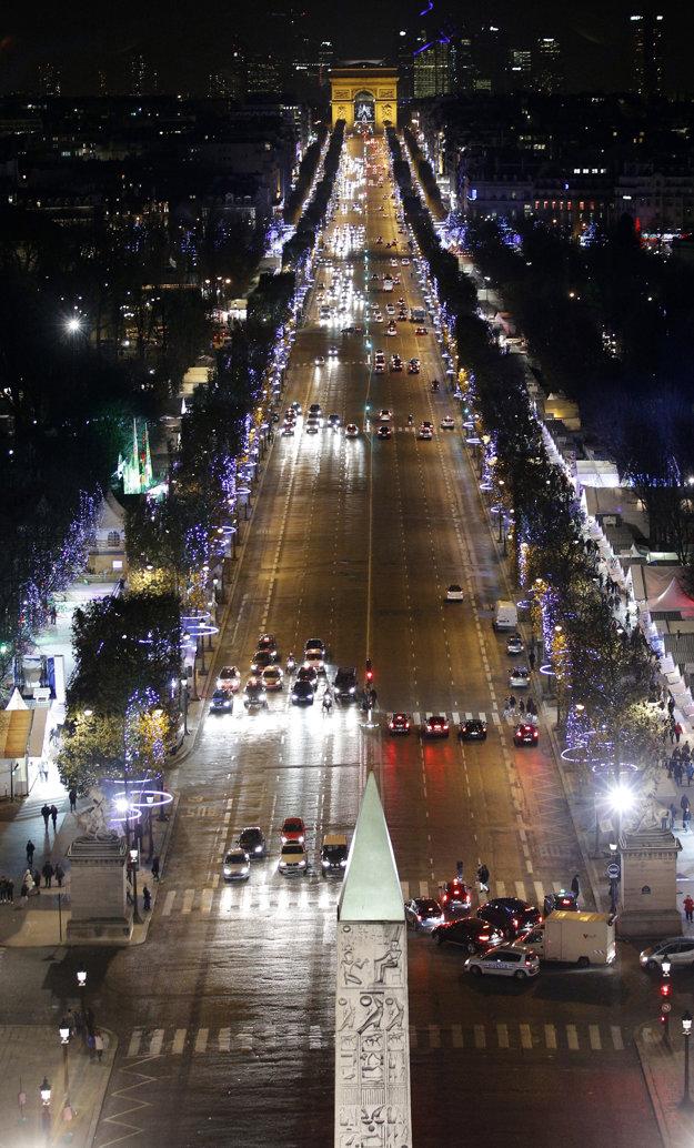 Kvôli hluku a znečisťovaniu ovzdušia chce parížska starostka vytlačiť autá z centra mesta.