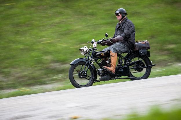 Najstaršií motocykel - AJS 800 r.v. 1926, vodič Ing. Marián Daníšek
