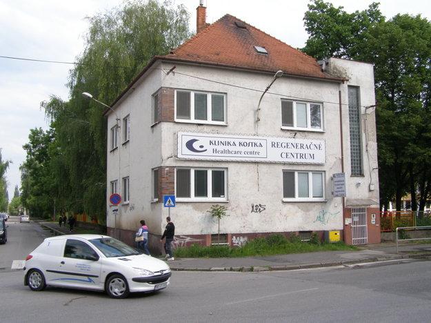 Bývalá materská škola na Párovskej ulici sa zmenila na Kliniku Kostka.