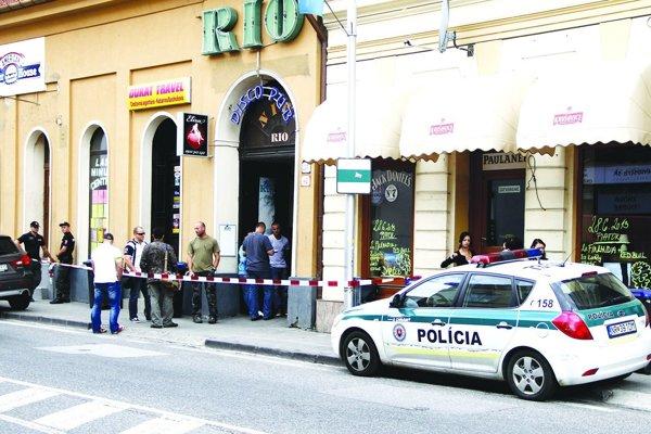 Incident sa stal pred diskotékovým klubom na Mostnej.