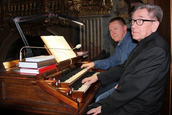 Aký otec, taký syn - organisti Ján (vpravo) aRoman Markechovci.