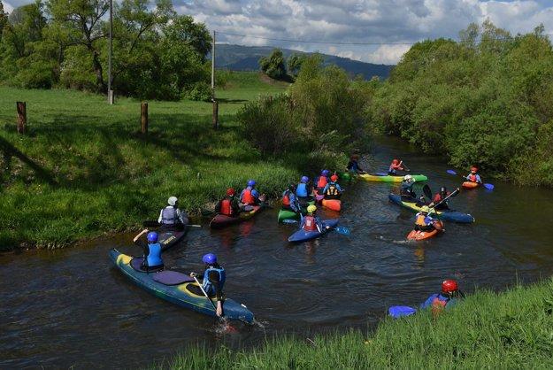 Poplatky za splav chcú ochranári využiť na údržbu rieky.
