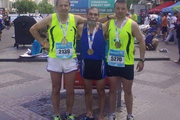 Zľava jubilant Viktor Fonfer, Vladimír Pánik a Ján Balún.