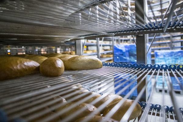 Chladenie predpečeného chleba, ktorý sa dopeká až v hypermarketoch.