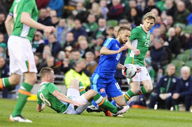 Dres slovenskej reprezentácie si Dušan Švento (v modrom) obliekol aj v marcovom prípravnom zápase v Dubline proti domácemu Írsku.