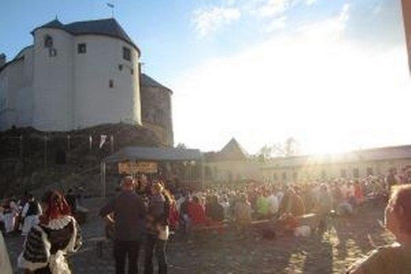 Atmosféra hradu a tradičná gajdošská hudba. To patrí k sebe.