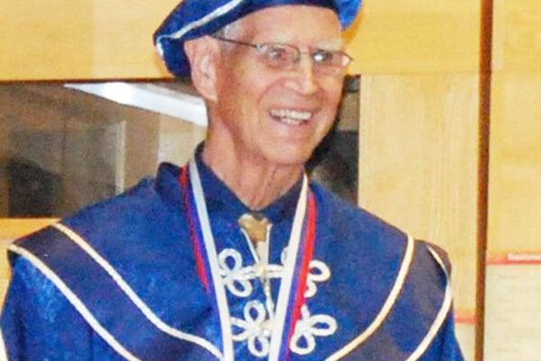 Profesor Julius Forsthofe.