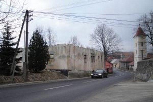 Dom je bez strechy viac ako rok.