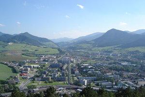 Cesta z Ružomberka na Banskú Bystricu kedysi Donovaly obchádzala cez Liptovské Revúce a Veľký Šturec.